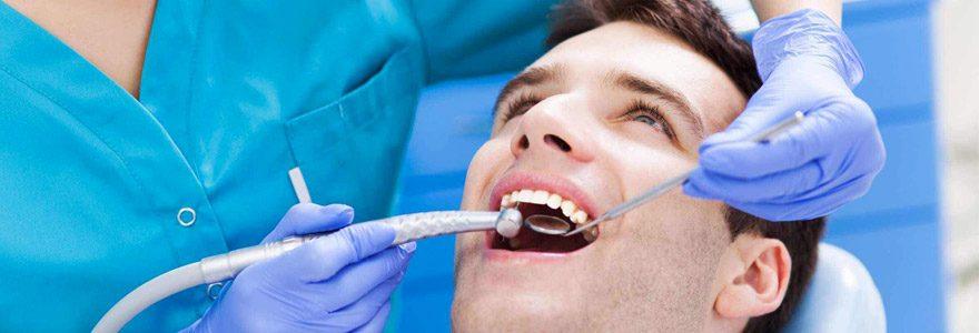 Besoin d'un implant dentaire ? Voici nos conseils